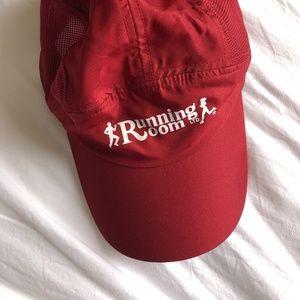 RUNNING ROOM Red Hat